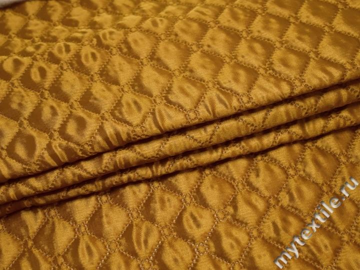 Подкладка стеганая золотая из полиэстера ДГ463