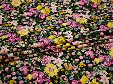 Плательная желтая розовая ткань цветы полиэстер эластан ЕБ471