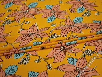 Плательная желтая персиковая ткань цветы полиэстер ЕБ470