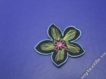 Нашивка с вышивкой Цветок