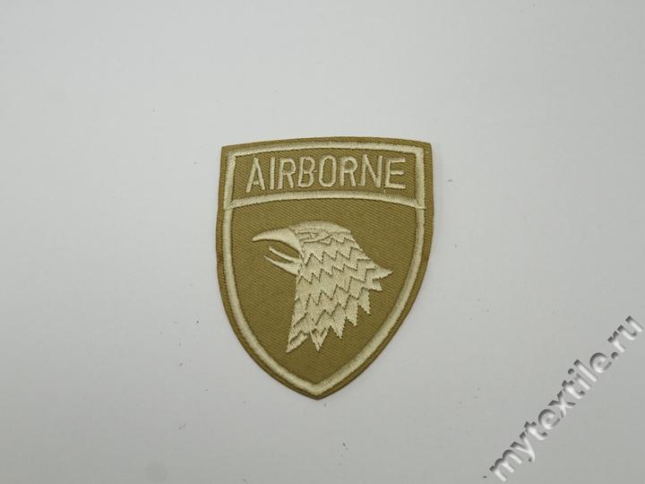 Термонаклейка бежевая с надписью Airborne